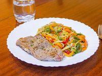 Lomo con vegetales al wok