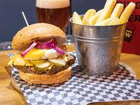 Hamburguesa tradicional con papas fritas