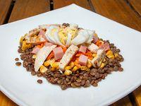 Ensalada #5 pollo, huevo, lentejas, choclo, zanahoria y jamón