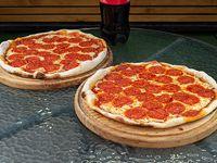 Promo 1 - 2 Pizzas peperoni  medianas + 1 gaseosa línea Coca Cola de 1.5 L