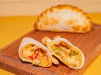 Empanada de rúcula, tomate secos y muzzarella