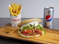 Combo 1 - Sándwich de mechada chacarera + papas fritas medianas + bebida
