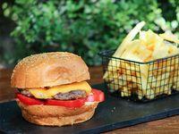 Menú infantil - Hamburguesa con cheddar y tomate
