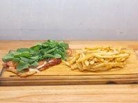 Suprema capresse con papas fritas (para 2 personas)