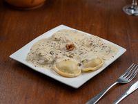 Sorrentinos de calabacín y zapallo, parmesano, perejil y ciboulette con salsa