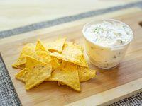 Dips – Queso crema y verdeo con nachos