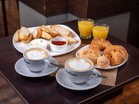 Promoción - 2 Café con leche + 2 Medialunas + Tostadas de pan a elección + Chipas 6 + 2 mini jugos
