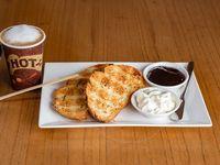 Promo 2 - Take away chico + media porción de tostadas de campo (2 unidades) + queso crema y mermelada de frutos rojos