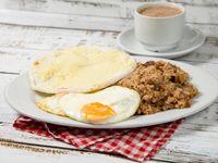 Desayuno #2 - Bebida caliente + Huevos al gusto + Arepa con queso + Calentado