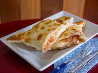 Empanada de camarón y queso al horno