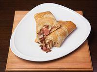 141 - Panqueque de salchicha, panceta, cebolla y queso