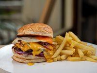 Burger Zodiaco con papas fritas
