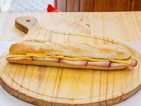 Sándwich de lomo y queso