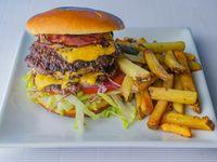 Burger Antorcha con papas fritas