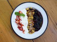 Yogur + granola + confitura de frutos rojos