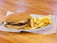 Combo - Hamburguesa gigante + papas fritas