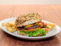 Hamburguesa Bien Argentina con papas fritas