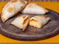 Empanada Queso, cebolla y morrón