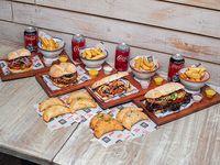 Combo para 4 personas - 4 sándwiches + 4 bebidas + 8 empanadas + 4 papas