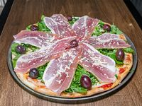 24 - Pizza con jamón crudo