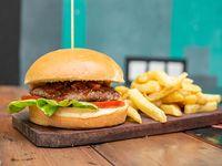 Hamburguesa barbacoa con papas fritas