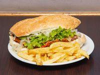 Sándwich picasso con papas fritas
