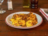 Ravioles de ricota con salsa bolognesa porción individual con bebida de 500 ml