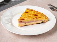 Torta de jamón y queso (porción)
