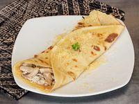 Crepe Mariscos con Salsa Bechamel y Napolitana