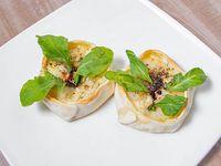 32 - Empanada de peras en almibar, roquefort, muzzarella y rúcula fresca