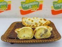 Empanada de champignon, queso y jerez