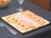 Pizza con jamón y mozzarella