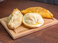 3 empanadas rotiseras