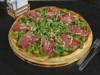 Pizza gigante  rúcula con jamón crudo