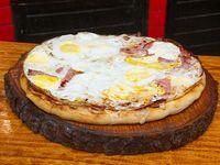 Pizza jamón y huevo