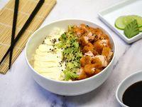 Sushi salad salmón rebozado, palta y phila