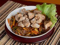 Ensalada Caliente de Verduras con Pollo al Wok