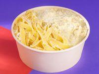 Bowl de Pasta con Salsa de Pollo Alfredo