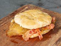 Sándwich de milanesa con panceta