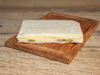 Sándwich de miga de queso y aceitunas