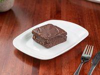 Brownie relleno de dulce de leche y baño de chocolate