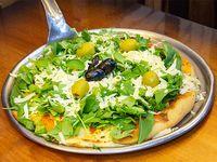 Pizza de muzzarella, rúcula y parmesano