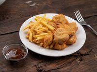 10 nuggets de pollo caseras con papas fritas