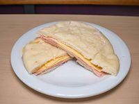 Promo - Sándwich en pan árabe de jamón y queso + bebida