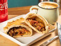 Promo un bocadillo - Empanada artesanal + gaseosa 350 ml o agua mineral 500 ml + café 12 oz o té