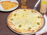 Pizza Grande de mozzarella, dos fainá y gaseosa de 1, 5L o Budweiser 750ml