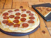 Pizza con pepperoni + Fainá