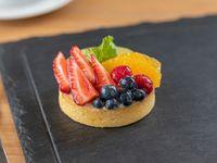 Tarta de frutas de estación con crema pastelera