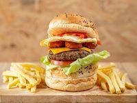 Pacific Burger con fritas