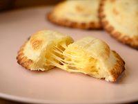 40 - Empanada cuatro quesos